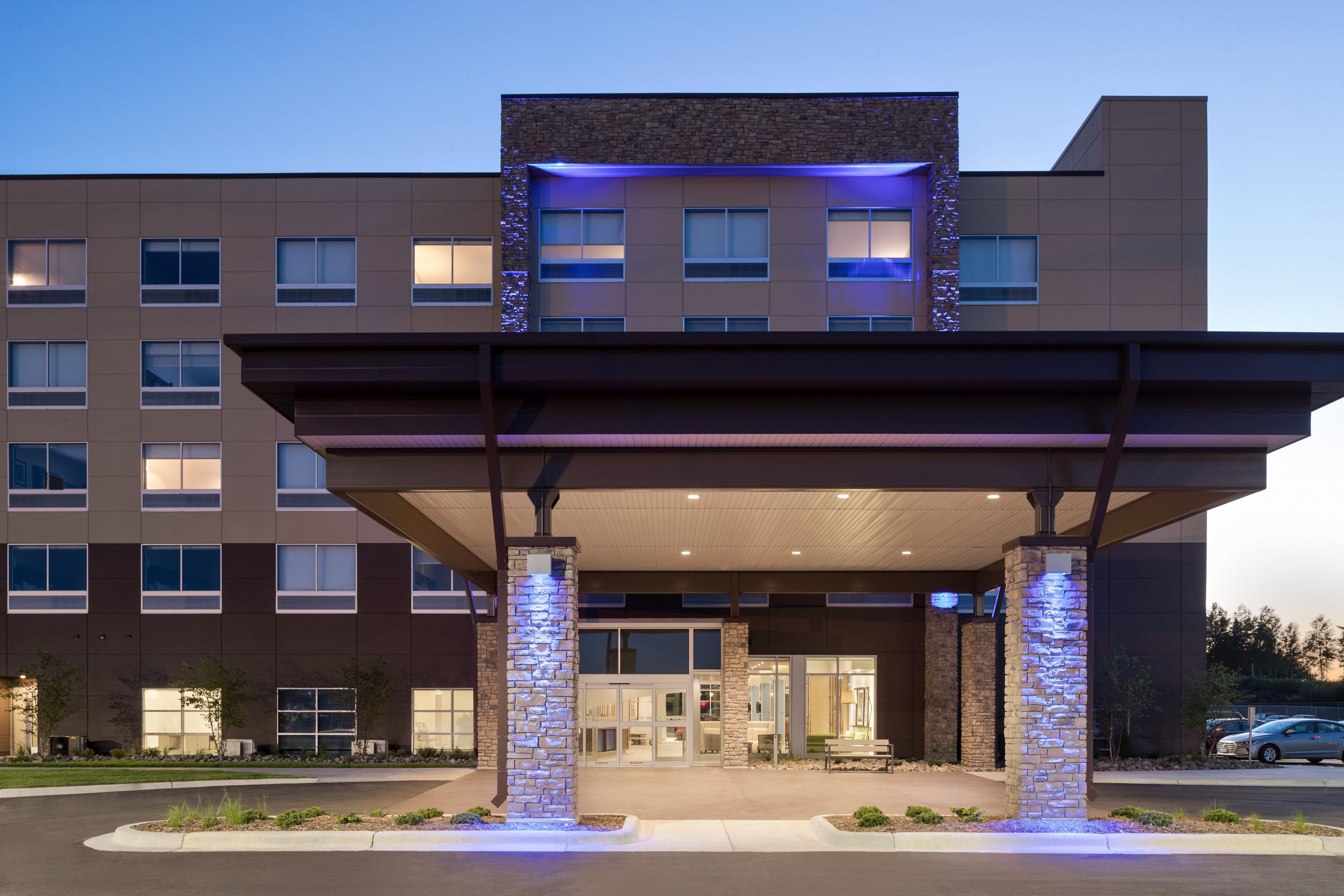 dulex-holiday-inn-express-&-suites-duluth-north-miller-hill-exterior-02