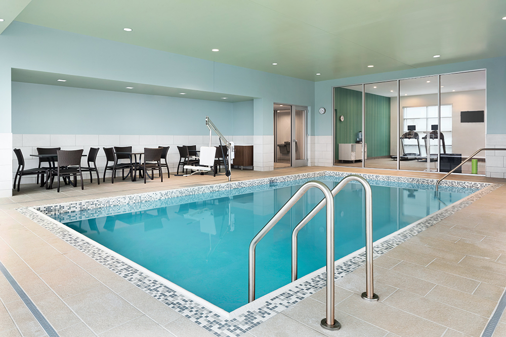 dulex-holiday-inn-express-&-suites-duluth-north-miller-hill-swimming-pool