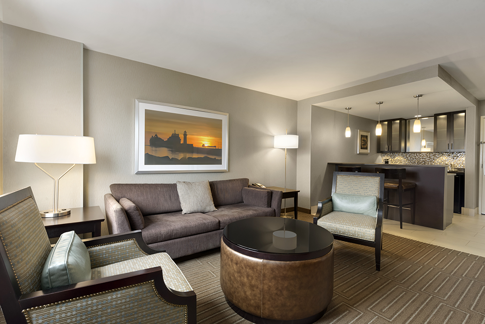 dulmn-holiday-inn-hotel-&-suites-duluth-downtown-presidential-suite-rm1610-01